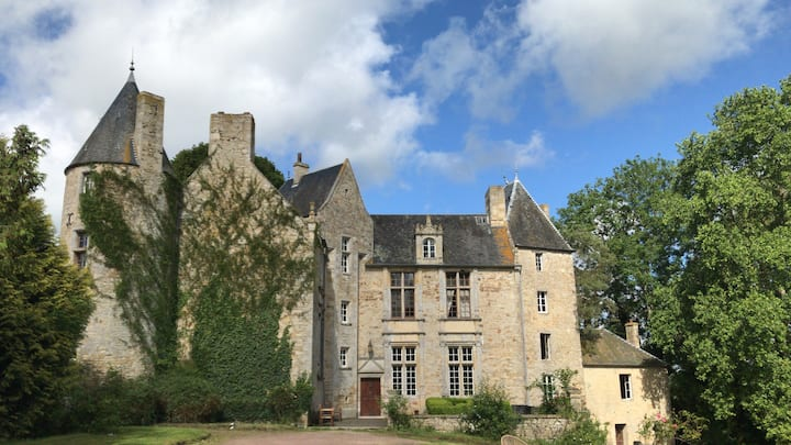 Suite royale au Chateau de Bernesq - Sarona Farm