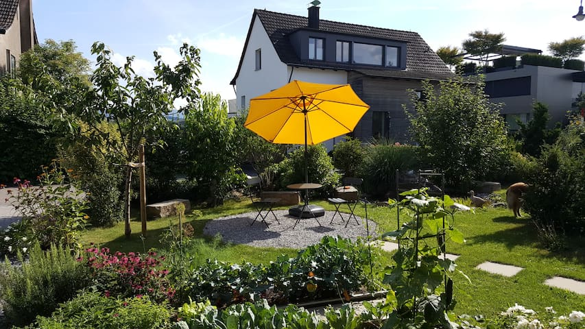 Ruhiges, modernes Studio mit Gartensitzplatz - Meilen - Apartment