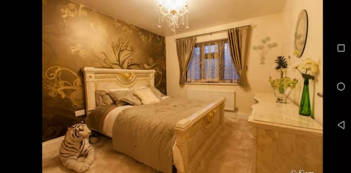 Luxury room in the heart of Hornchurch, London