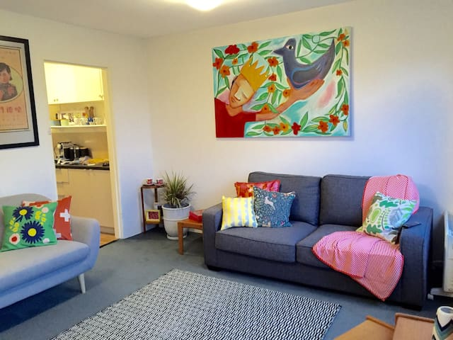 Art Apartment 3km to Hobart CBD - Lenah Valley/North Hobart - Pis