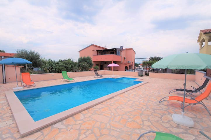 Sunny apartment with privat pool