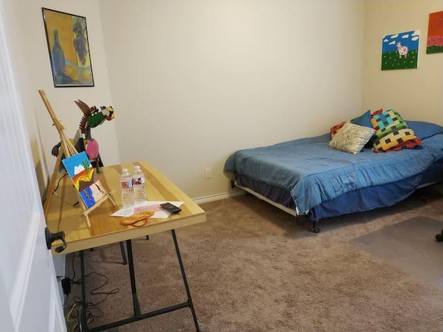❤️Quiet, Clean, Comfy Room A w/ Smart TV & Wifi❤️