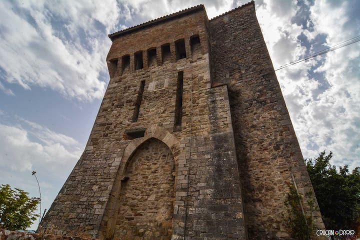 A night in a Medieval Tower Torre Caetani 1244