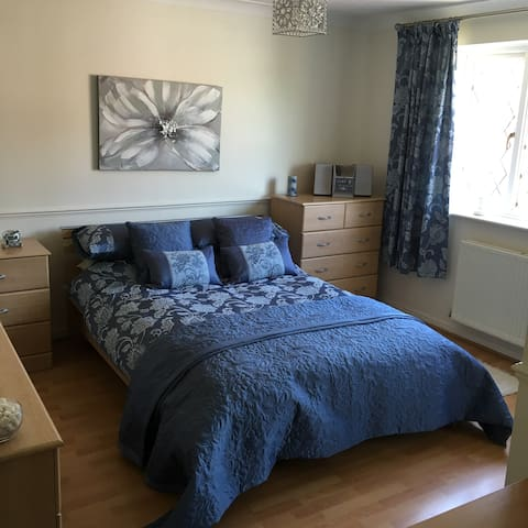 Large family home with double and/or single room - Hedge End