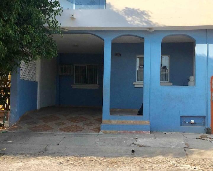 Agradable y amplia casa, dos cómodas habitaciones.