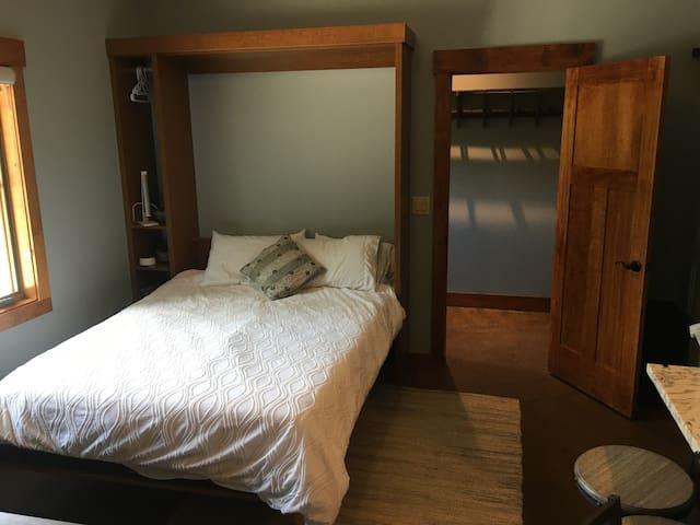 4th bedroom, queen murphy bed.