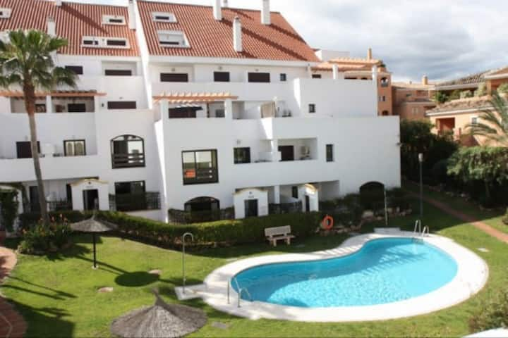 Central Marbella apartment w/ heated swimming pool