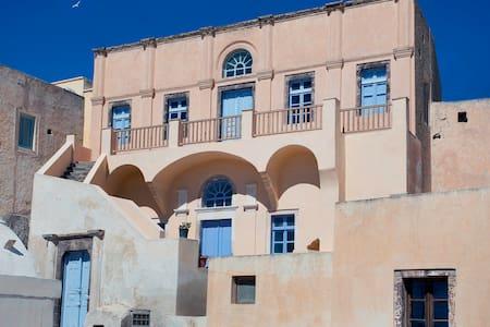 19th century Mansion in Emporio castle area - Emporio