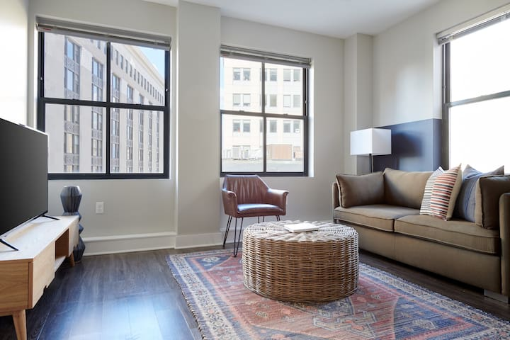 Sonder | Financial District | Bright 1BR
