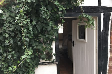 Single room in 16th Century Tudor Cottage - 一軒家