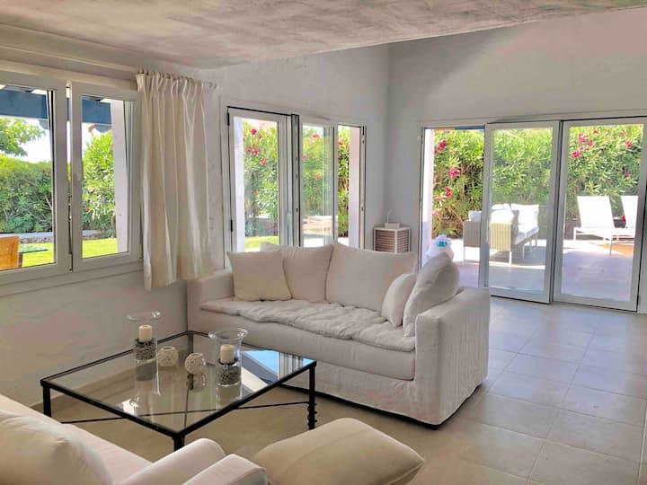 Villa near the sea with private pool
