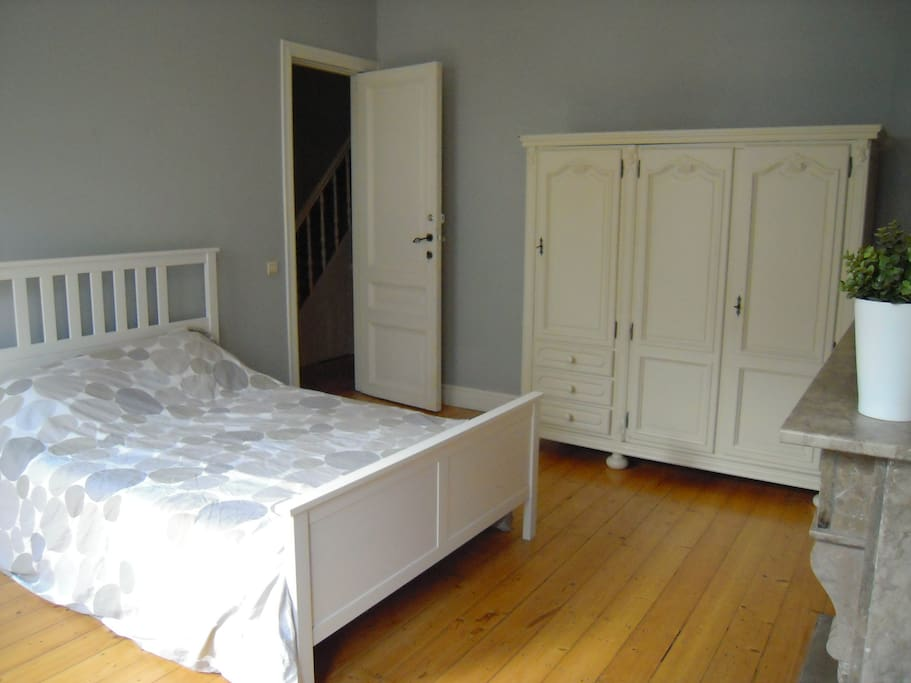 Comfortable bed and large closet
