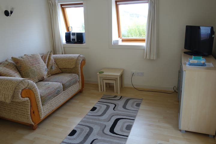 Quiet 1 bed with kitchen in Linlithgow