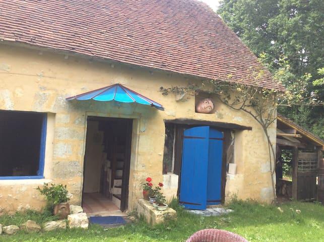 Une Maison bleue dans le Perche - Colonard-Corubert - Rumah