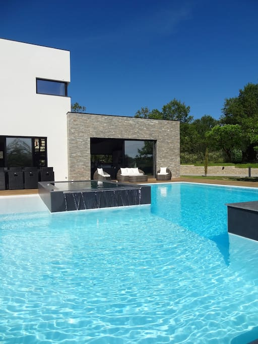 luxueuse villa d 39 architecte piscine h user zur miete in cahors languedoc roussillon midi. Black Bedroom Furniture Sets. Home Design Ideas