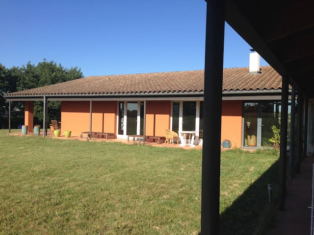 Une Chambre à la campagne - Gragnague - Haus