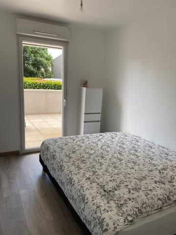 Chambre avec lit de 160 cm x 200 cm