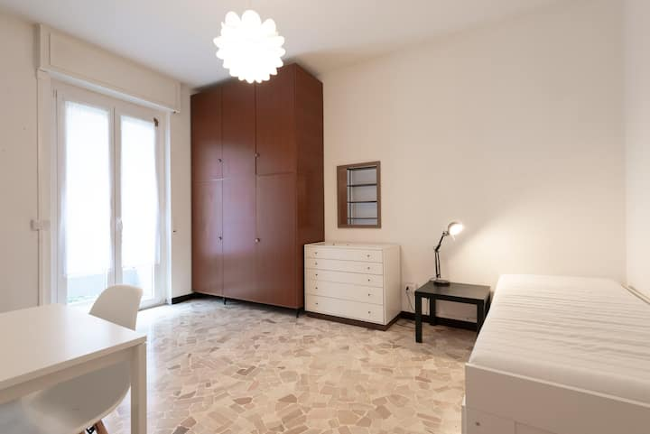 Private Room with balcony - Tibaldi/Bocconi