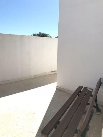 Studio meublé centre ville de Midoun climatisé