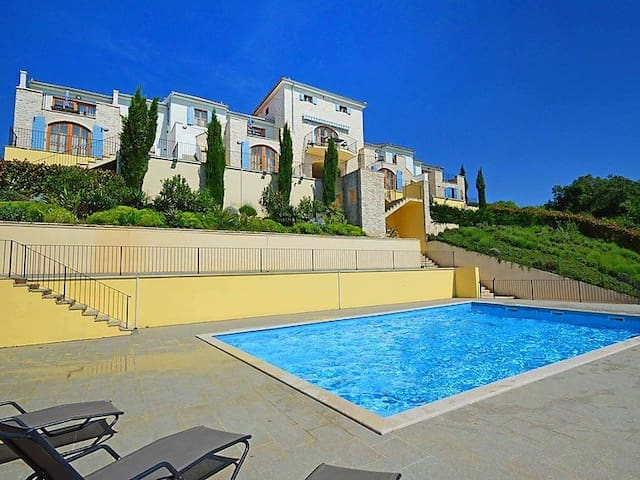 Luxury attached townhouse Ormerod  - Buje - Lejlighed