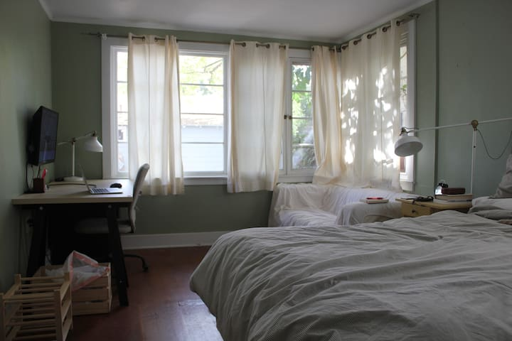 Master Bedroom Close to Downtown