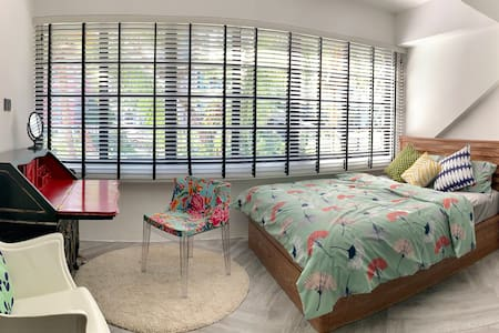 Charming 2-Bedroom Tiong Bahru Apt with Park View
