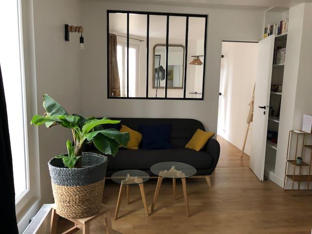 Standing 1 bedroom flat in Montmartre