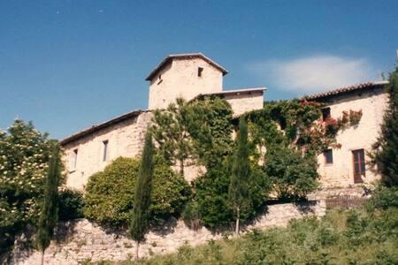 Bauernhaus auf einem alten Landgut - Cerreto di Spoleto - House