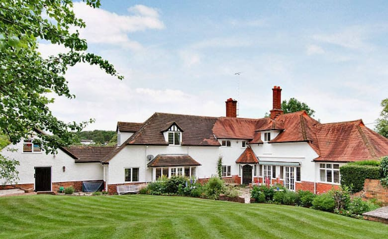 Period house in historic village - Cookham - Huis
