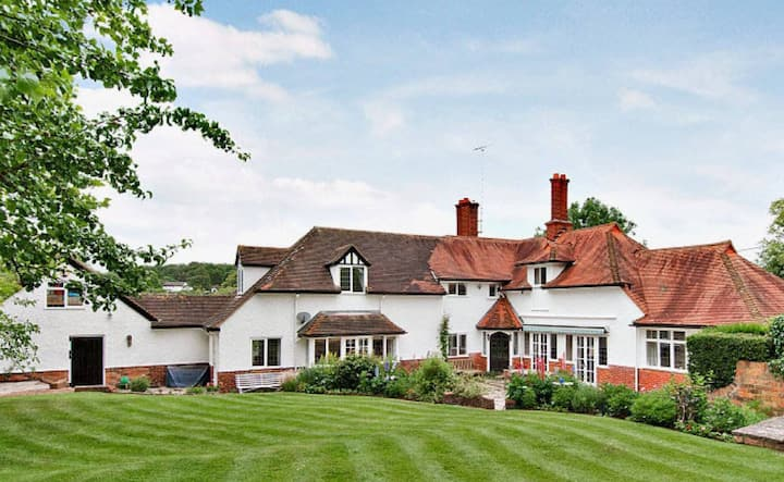 5 Bedroom Country house in historic village