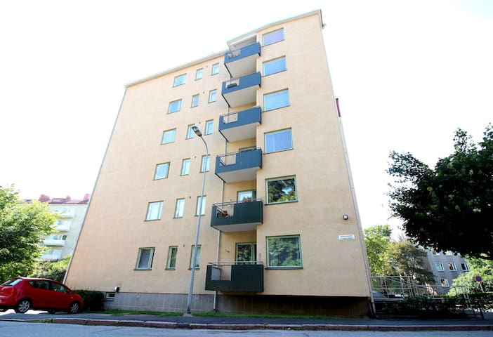 One bedroom apartment in Helsinki, Rakuunantie 12