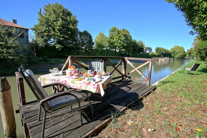 Ca Di Fiore B&B-riverside countryhouse, parking2