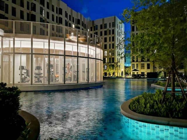 STU for3@BTS Bearing| Resort Condo with Large Pool