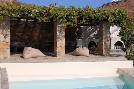 Incredible villa 4 bedrooms w pool - Kea Kithnos