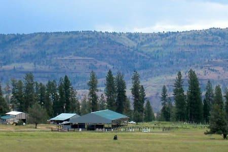 Peaceful Bunkhouse Retreat, Triple H Homestead