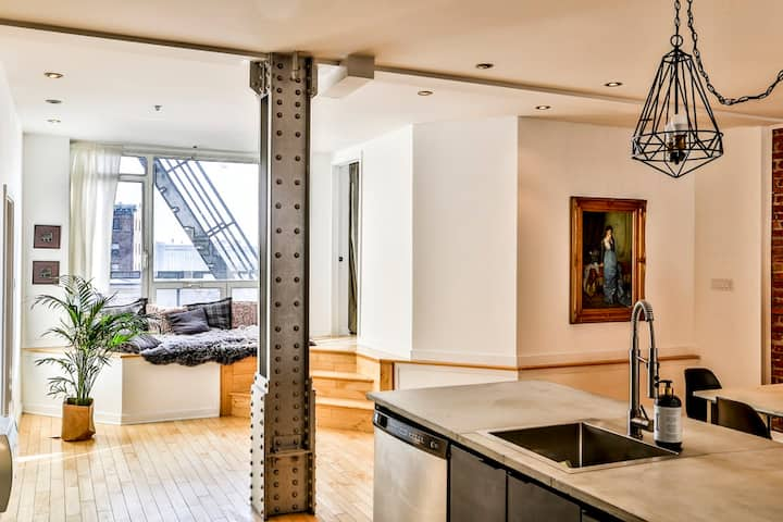 Huge Luxury Montreal Old Port apartment