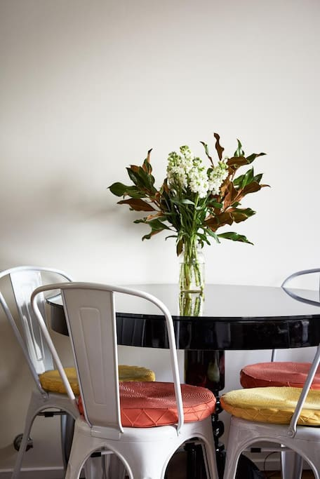 Dining table perfect for 4