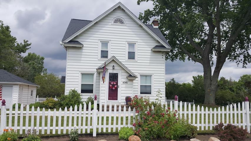 Wolf Ridge Guest House on The Niagara Wine Trail