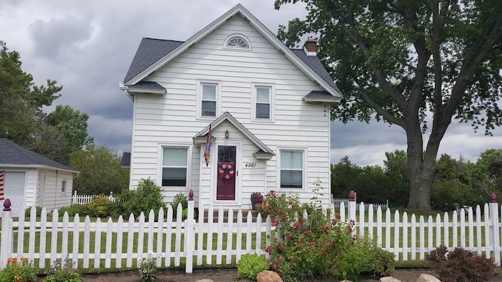 Wolf Ridge Guest House on Niagara Wine Trail USA