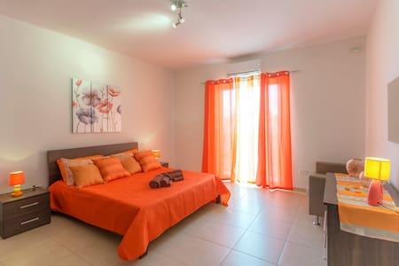 Naturally Well-Lit 1 Bedroom Apartment - Marsaskala - Wohnung