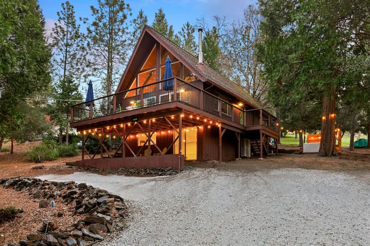 """ Time Out"" , Modern A frame cabin near Yosemite"