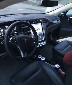 Tesla S P90D fahren im Schwarzwald - Haslach im Kinzigtal