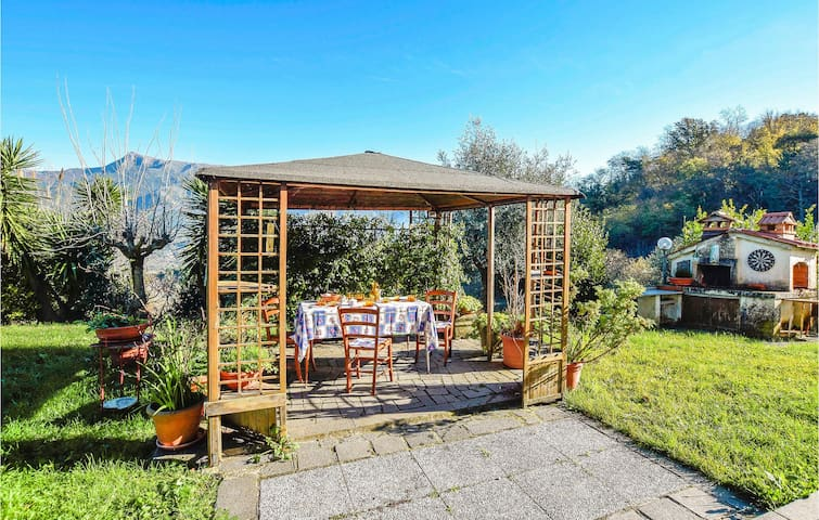 Semi-Detached with 2 bedrooms on 100m² in Massarosa