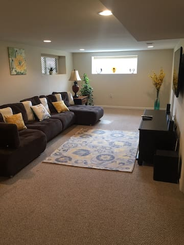 Beautiful updated walkout basement - Springfield - Huis