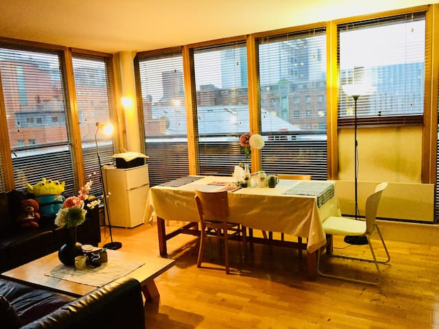 Cosy Female only Single Bed Manchester City Center