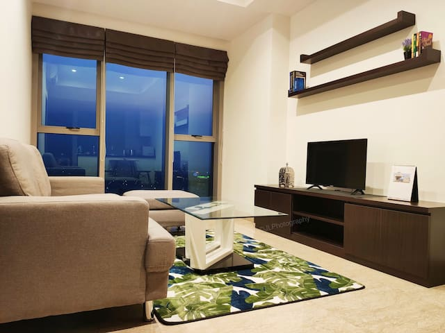 *ULTIMATE* 1 BR LUXURY APT  near ICE, AEON mall