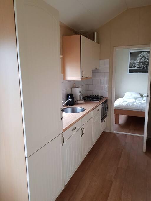 Luxe keuken met koelkast en vriezer