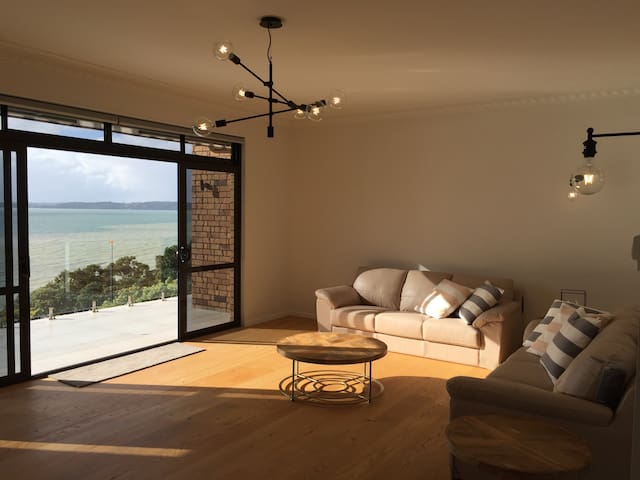 2 Queen Beds Room in Maraetai Beach Mansion (X) - Auckland - House