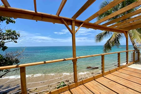 Isolated, cozy, private, oceanfront house Rincon:)