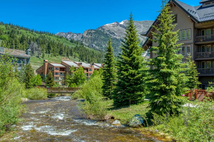 New listing! Condo in the heart of Copper Mountain w/ easy access to lifts!
